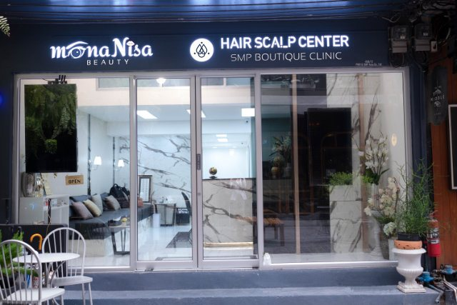 Hair Scalp Center's entrance